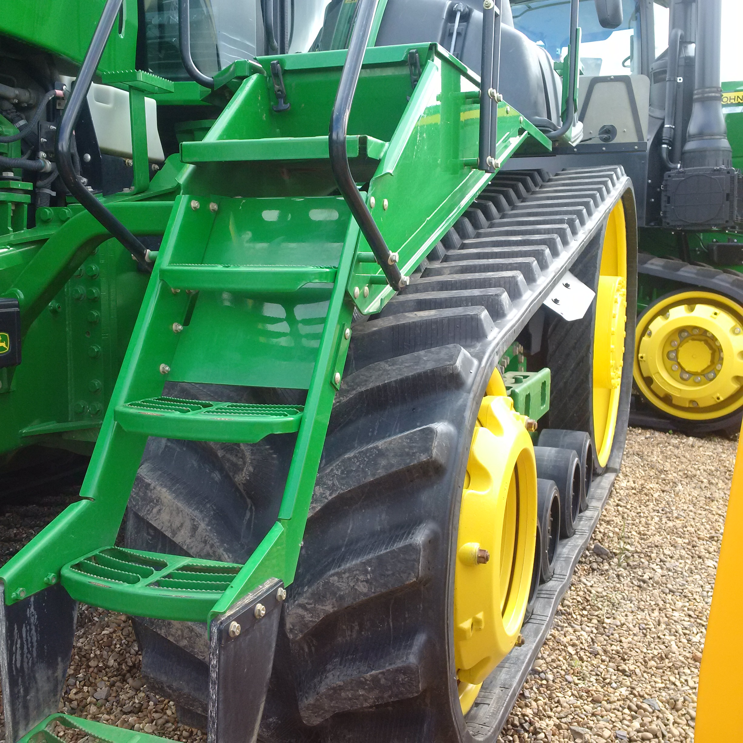 Bridgestone Series 6 tracks fitted to JD 9530RT