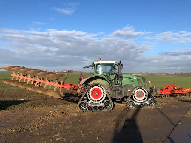 Fendt 936 fitted with Soucy STECH 800 tracks working in Yorkshire (1)