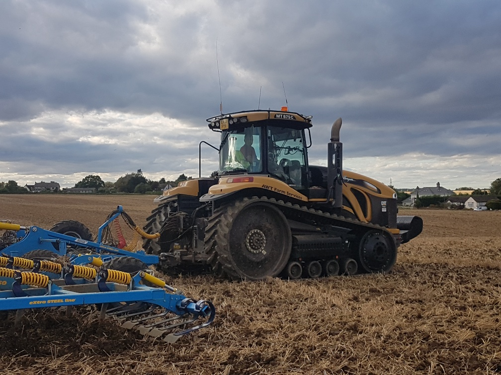 OUTLAND HT8850 tracks fitted to CAT CHALLENGER MT 865 working in Essex